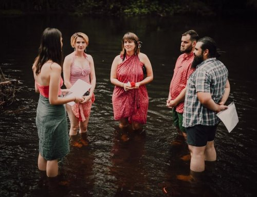 Ceda & Stu – Legals only elopement whilst floating down the river